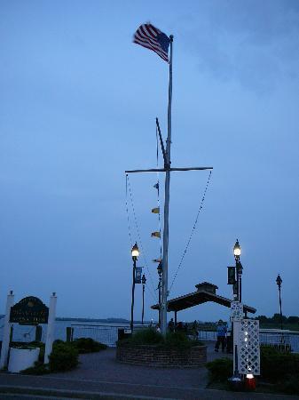 Freeport's Nautical Mile: Woodcleft Pier at the Nautical Mile