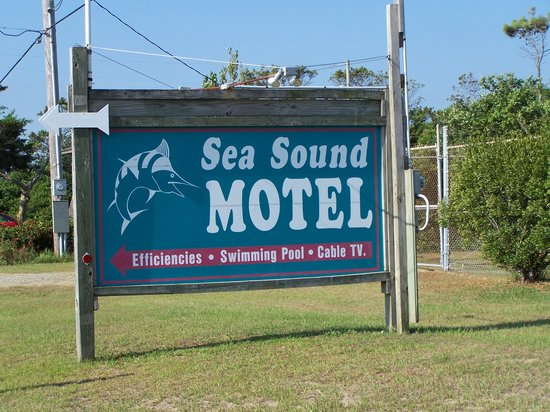 Sea Sound Motel: Signage from Hwy 12.