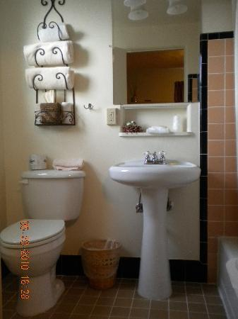 Rugged Country Lodge: nice bathroom!