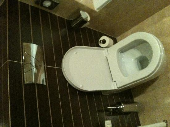 Hotel Bristol by OHM Group: Super saubere Toilette im Bad