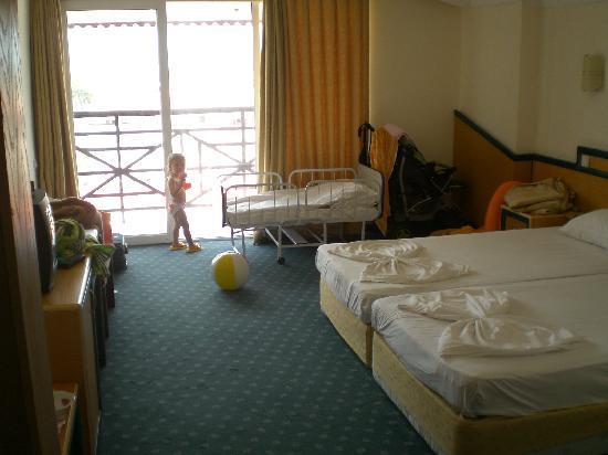 Corolla Hotel: Room