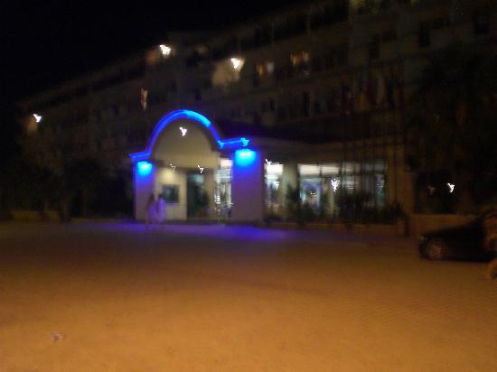 Corolla Hotel: Entrance