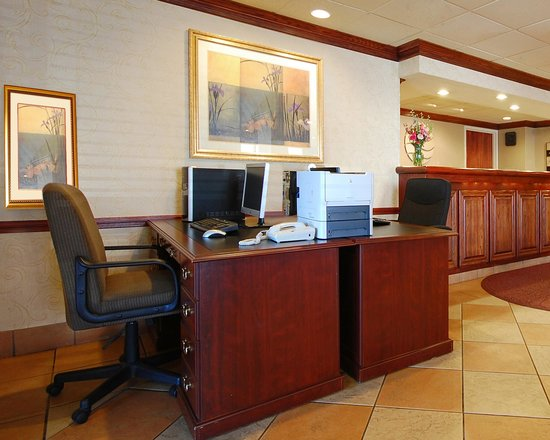 New Victorian Inn & Suites: FREE Business Center