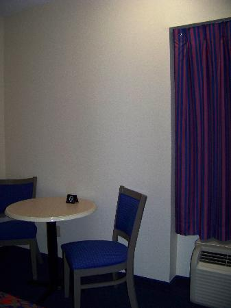 Red Roof Inn Jacksonville - Southpoint: the room