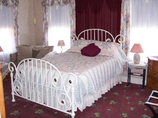 Avery Guest House Bed and Breakfast: Lydia Rebecca room