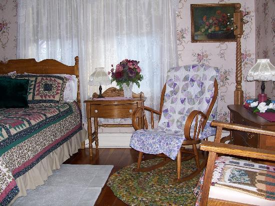Avery Guest House Bed and Breakfast: Carla Ann room