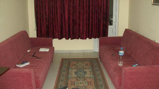 Mitos App & Hotel: Living Room