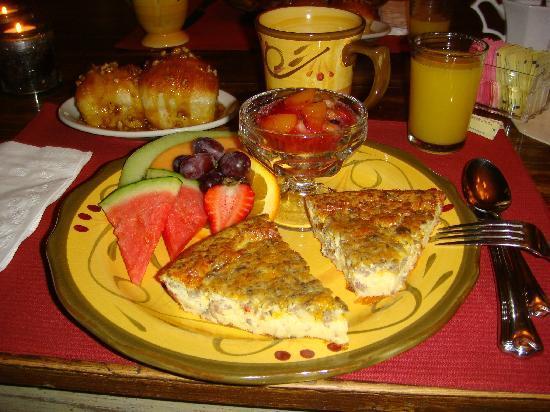 Piney Hill Bed & Breakfast: Our breakfast-- so good!
