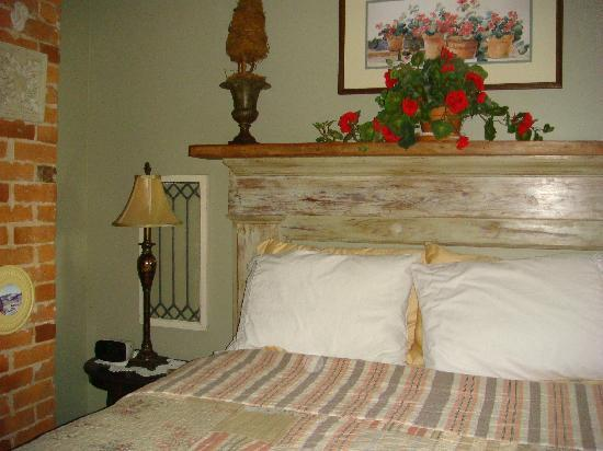 Piney Hill Bed & Breakfast: The bed