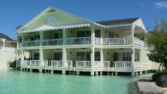 Plantation Bay Resort And Spa: Water's edge rooms