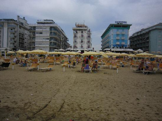 Hotel Victoria Frontemre: Hotel view from beach