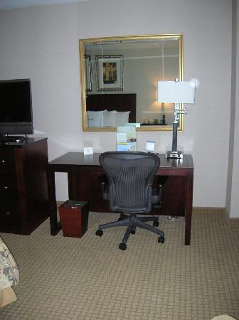DoubleTree by Hilton Charlotte Airport : desk/comfy chair