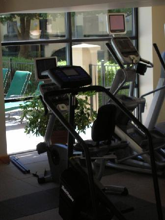 DoubleTree by Hilton Charlotte Airport : fitness center