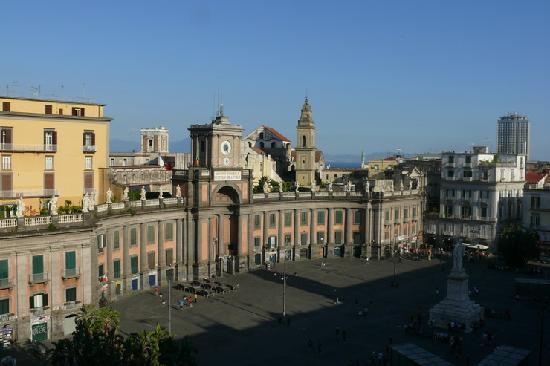 Megaron Bed and Breakfast : piazza dante