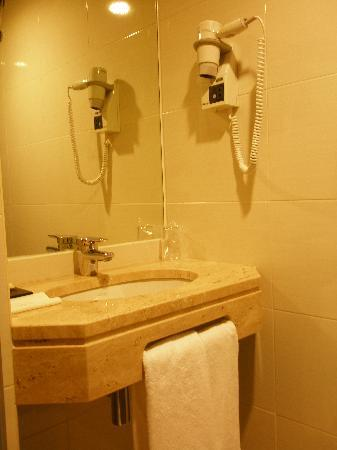 Luxe Hotel by Turim Hoteis: Lavabo