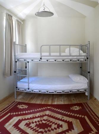 Sumo Cat Hostel: Room 2 – 6 bed En suite