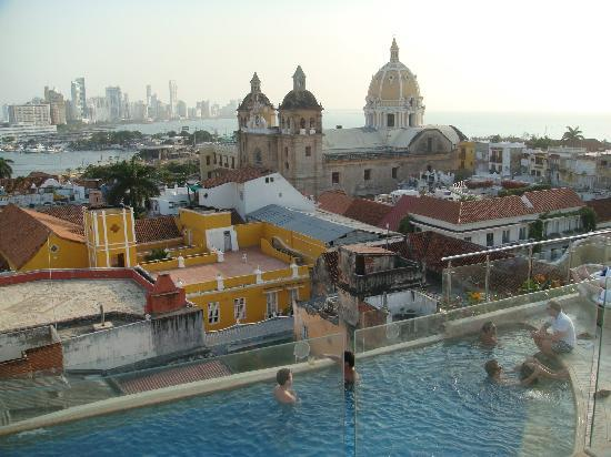 Movich Hotel Cartagena de Indias: Rooftop Pool & view of San Pedro