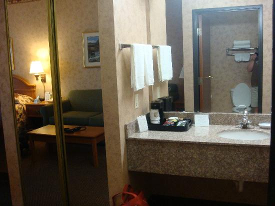 Best Western Plus Red River Inn: Bathroom sink/vanity area