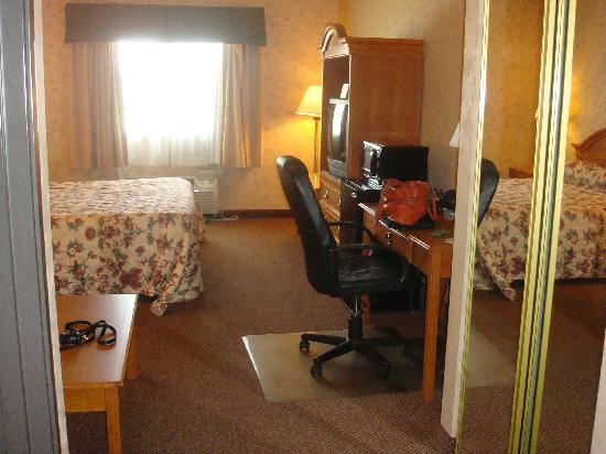 BEST WESTERN PLUS Red River Inn: View of room from front door.