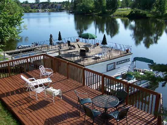 Bridgewater Inn: Deck above wet Boat House