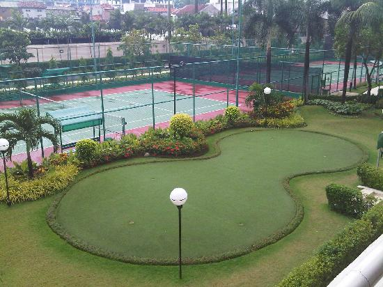 Puri Casablanca Serviced Apartment: Putting Golf & Tennis Courts
