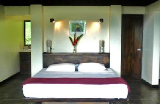 TikiVillas Rainforest Lodge & Spa: Inside Sea View Villa