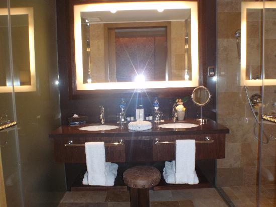 Tambo del Inka, A Luxury Collection Resort & Spa, Valle Sagrado: Lovely bathroom