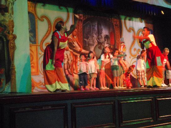 Hotel Riu Cancun: teatro