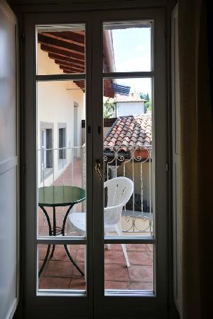 Hotel Piazza Vecchia: door to balcony, Room 12
