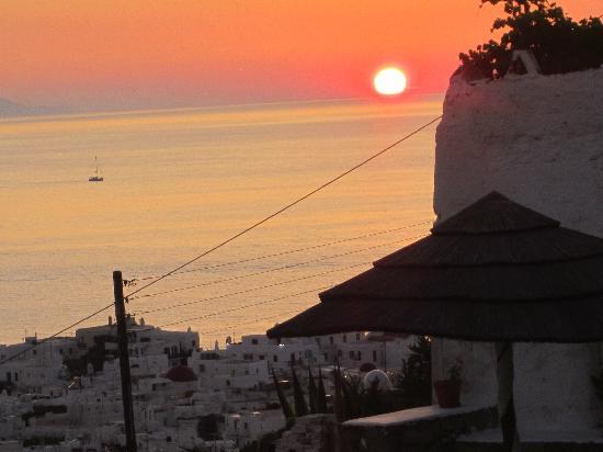 Vencia Hotel: sunset at dinner
