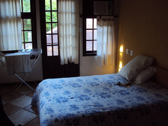 A typical bedroom at Ilha Inn Flats