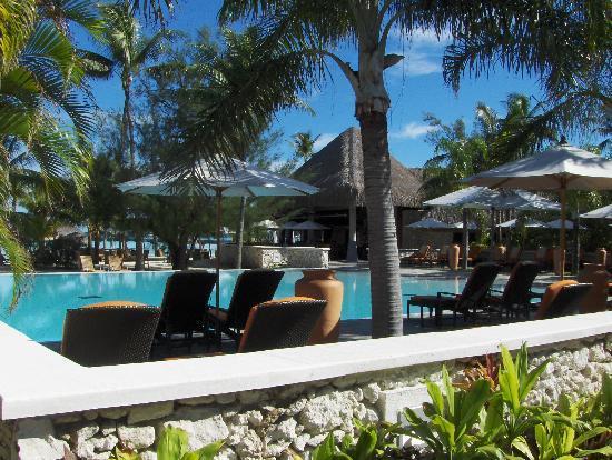 InterContinental Bora Bora Resort & Thalasso Spa: Pool area/Resturant
