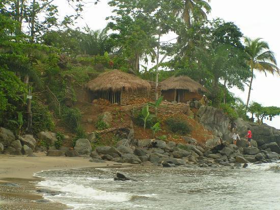 Cameroon: cases en bord de plage à kribi