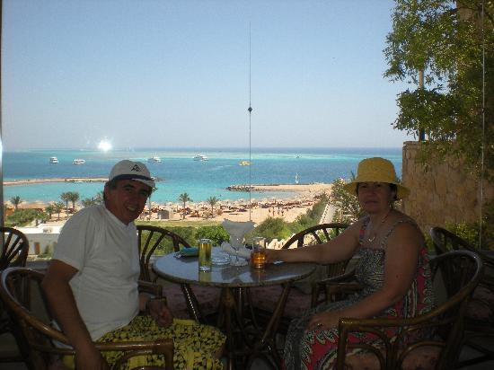 Jewels Sahara Boutique Resort: having a drink