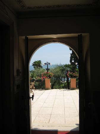 Hotel Bellevue: view from the entrance hallway
