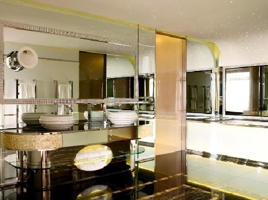 Jumeirah Carlton Tower: Royal Suite Bathroom