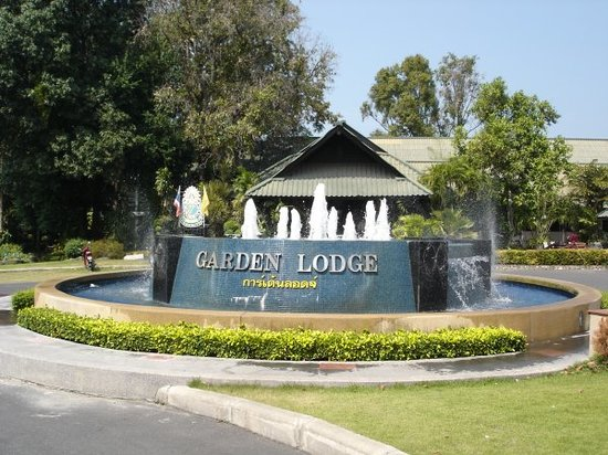 Garden Lodge : Eingangsbereich/Parkplatz