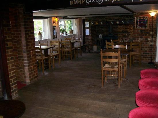 The Harrow Inn: Traditional Bar