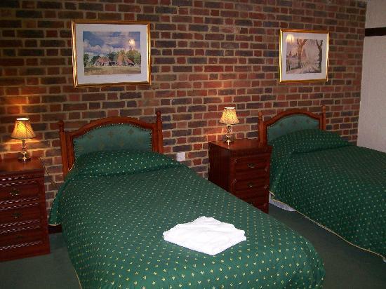 The Harrow Inn: Twin & Family Rooms