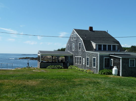 Driftwood Inn and Cottages: One of the buildings at the Driftwood Inn