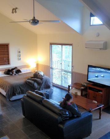 Maleny Luxury Cottages: The Calm cabin
