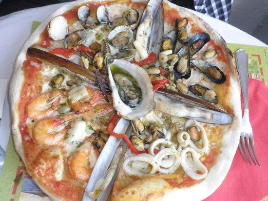 Fontana di Trevi : Pizza aux fruits de mer
