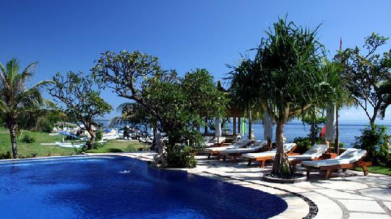Arya Amed Beach Resort - Huge Infinity Pool