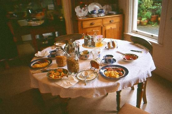Booklovers Bed and Breakfast: a lovely breakfast each morning