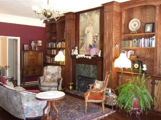 Weaverville Hotel & Emporium: Parlour Room