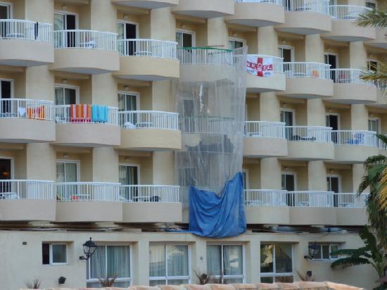 Loixmar Apartments : collapsed balcony?