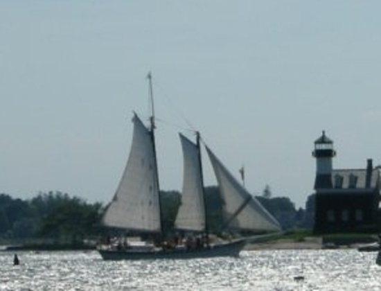 Argia Mystic Cruises: See lighthouses and historic river homes