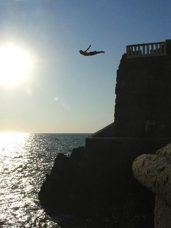 Pueblo Bonito Emerald Bay: Cliff Diver show you'll see on local tours