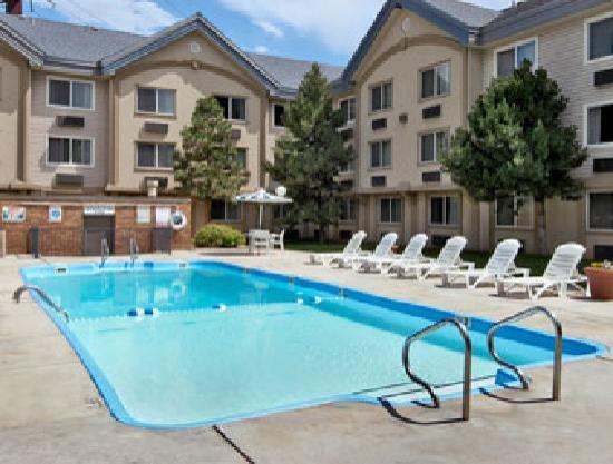 Days Inn & Suites Golden/West Denver: Outdoor Pool
