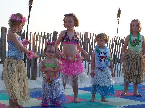 The Sandpiper Beacon Beach Resort: HULA LESSONS